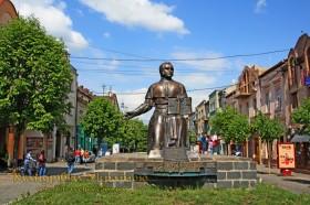 Мукачево. Пам'ятник О. Духновичу