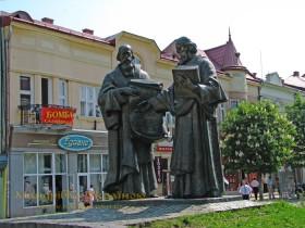 Мукачево. Пам'ятник Кирилу і Мефодію