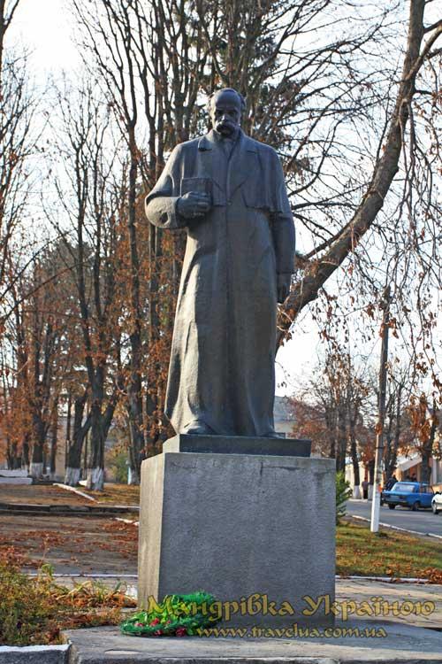 Вишнівець. Пам'ятник Т. Шевченку
